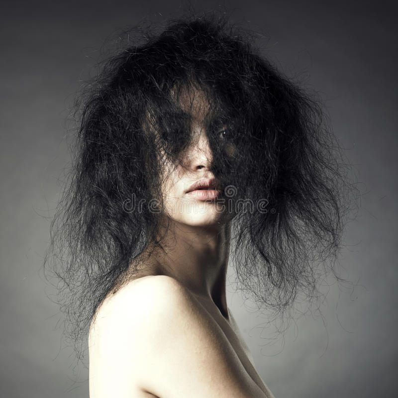 Signora sensuale con capelli folti magnifici immagini stock