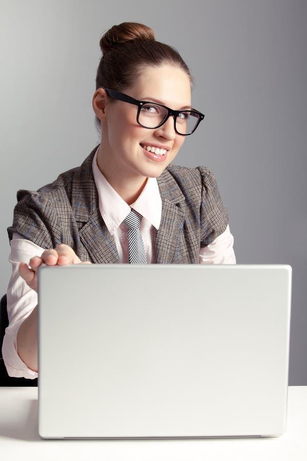 Signora sorridente di affari fotografie stock libere da diritti