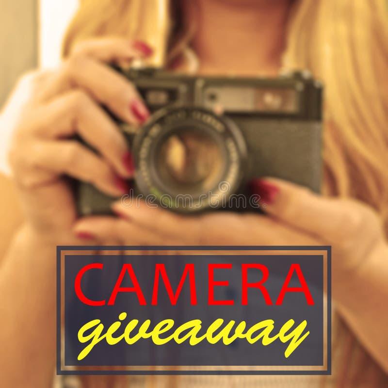 Signora vaga del fondo con la macchina fotografica con gli elementi di web fotografia stock