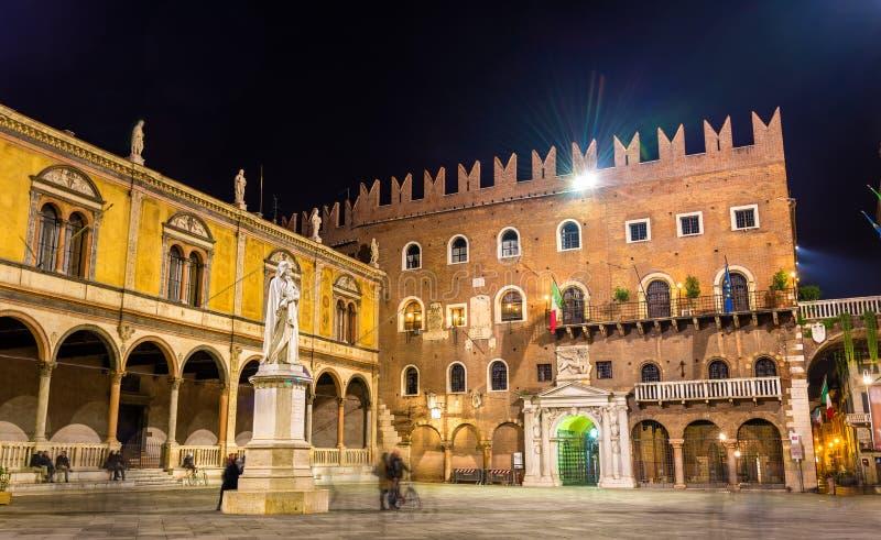 Signori del dei de la plaza (plaza Dante) en Verona fotografía de archivo libre de regalías