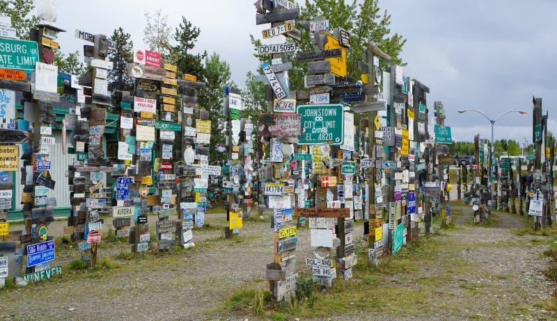 Signpost Forest Lake Watson Yukon Canada images libres de droits