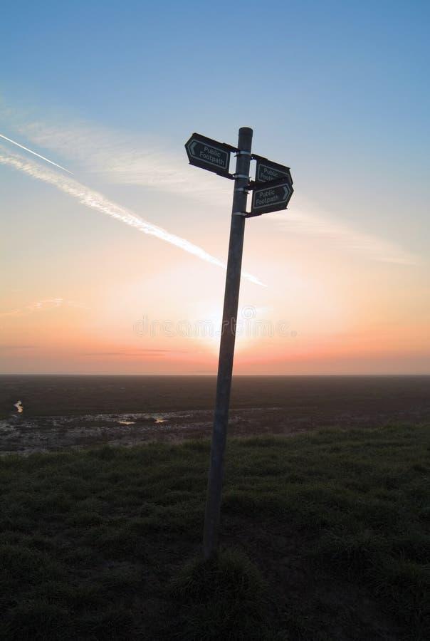 Signpost im Himmel stockfoto