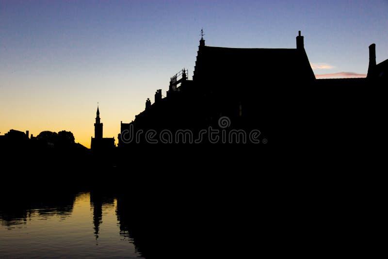 Sihouette das casas no por do sol imagem de stock royalty free