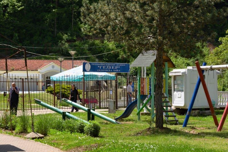 Sijarinska巴尼亚,塞尔维亚- 5月,18 2019年:入口到喷泉区域里 免版税库存图片