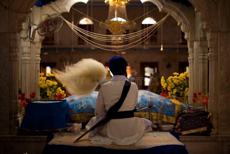 Sikh de prêtre d'autel de Paonta Sahib photo libre de droits
