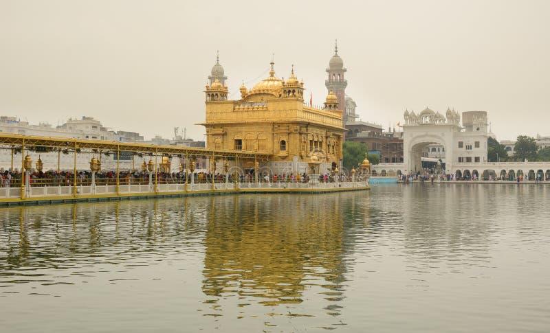 Sikhpilger im goldenen Tempel lizenzfreies stockfoto