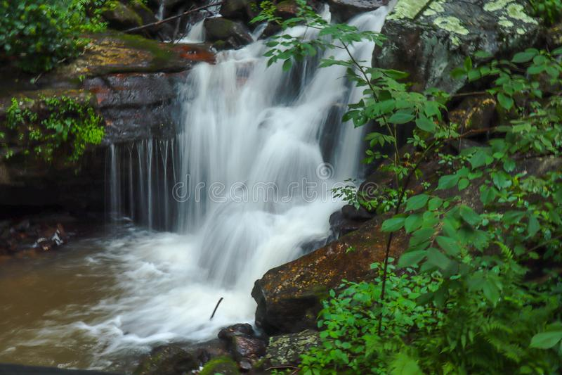 Siklawa blisko Appalachian śladu w Dawsonville, Gruzja obrazy stock