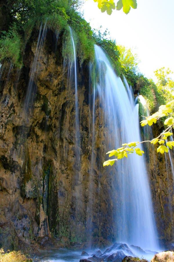 Siklawa na Plitvice jeziorach w Chorwacja fotografia royalty free