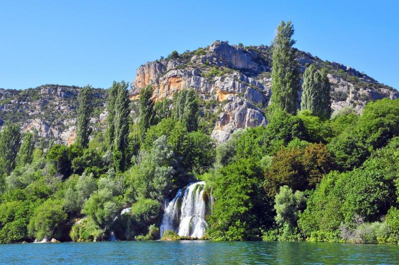 Siklawa, skała i rzeka, obraz stock