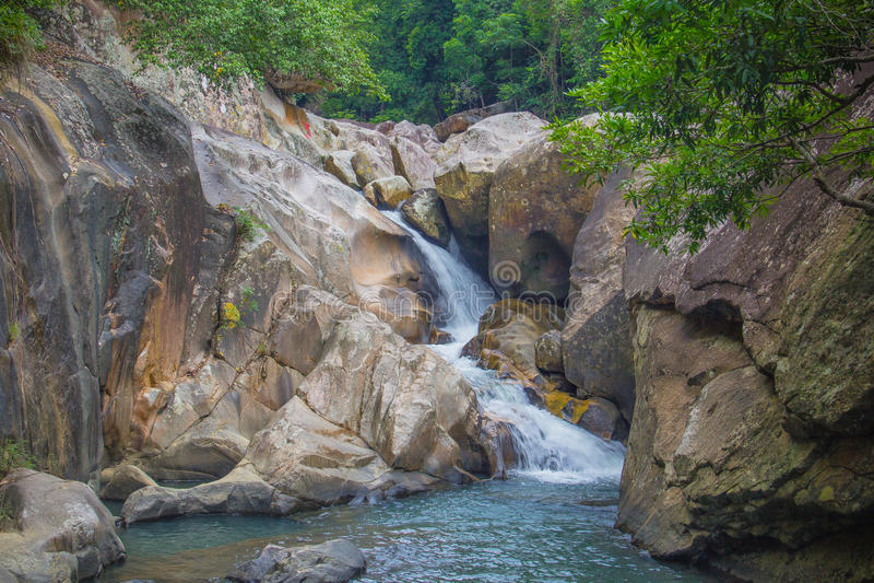 Siklawa w dżungli Wietnam zdjęcie stock