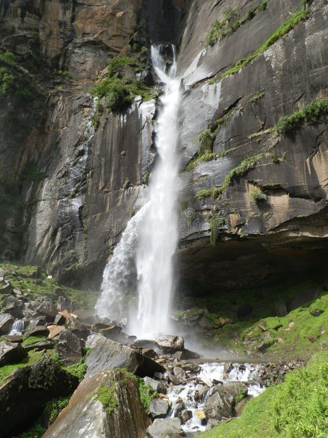 Siklawa w India, Himachal Pradesh obraz royalty free