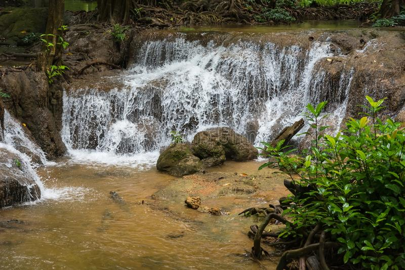 Siklawa w jesień lesie, Kanchanaburi, Thailand zdjęcie stock