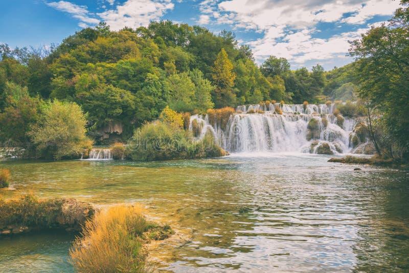 Siklawa w Krka parku narodowym, sławny Skradinski buk, Chorwacja, zadziwiający natura krajobraz obraz stock