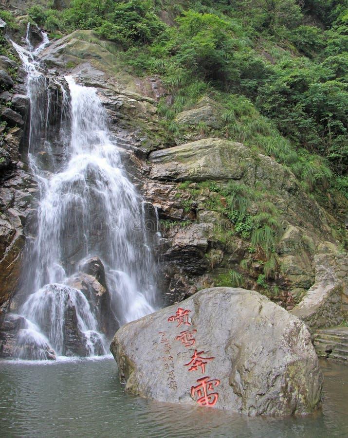Siklawa w Lushan parku narodowym zdjęcia stock