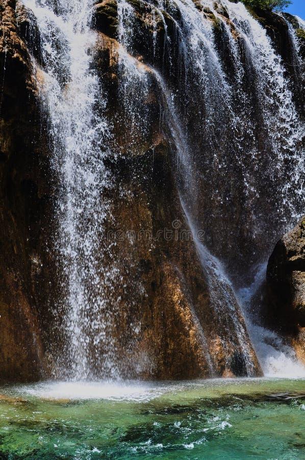 Siklawa w parku narodowym Jiuzhaigou obrazy royalty free