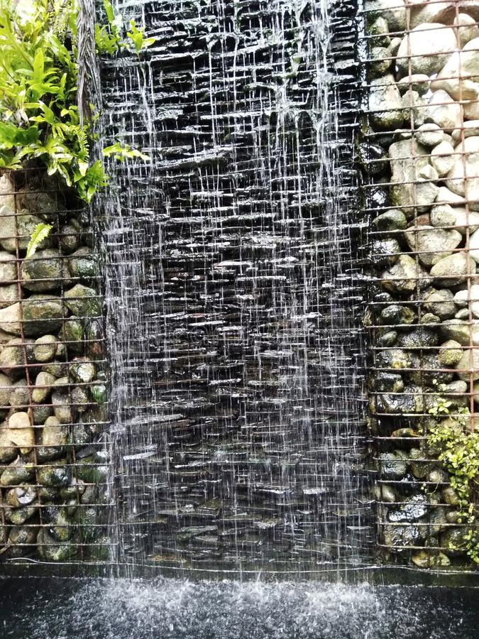 Siklawy i kamienia dekoracyjny ogrodowy buplic park obraz royalty free