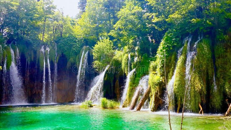 Siklawy przy Zagreb Plitvice Rozszczepionym jeziorem zdjęcia stock