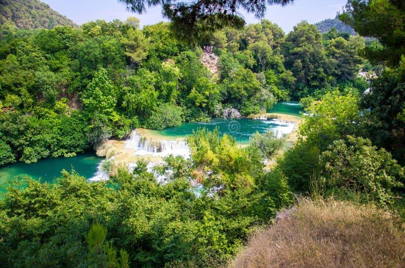 Siklawy wśród zielonych rośliien w Krka parku narodowym, Dalmatia, C zdjęcia royalty free