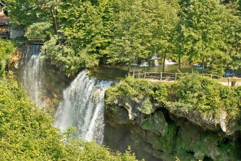 Siklawy w zielonej naturze Korana rzeka fotografia stock