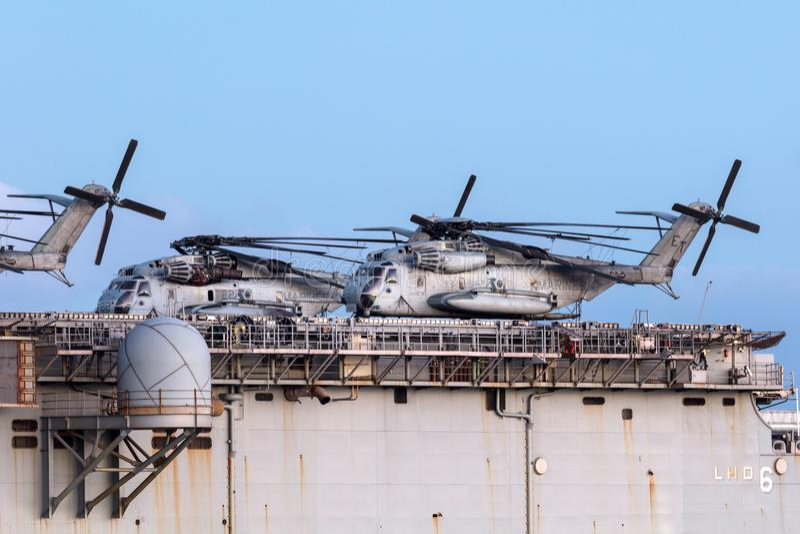 Sikorsky CH-53 βαριά ελικόπτερο μεταφορών ανελκυστήρων από το Ηνωμένο Στράτευμα Πεζοναυτών στοκ φωτογραφία