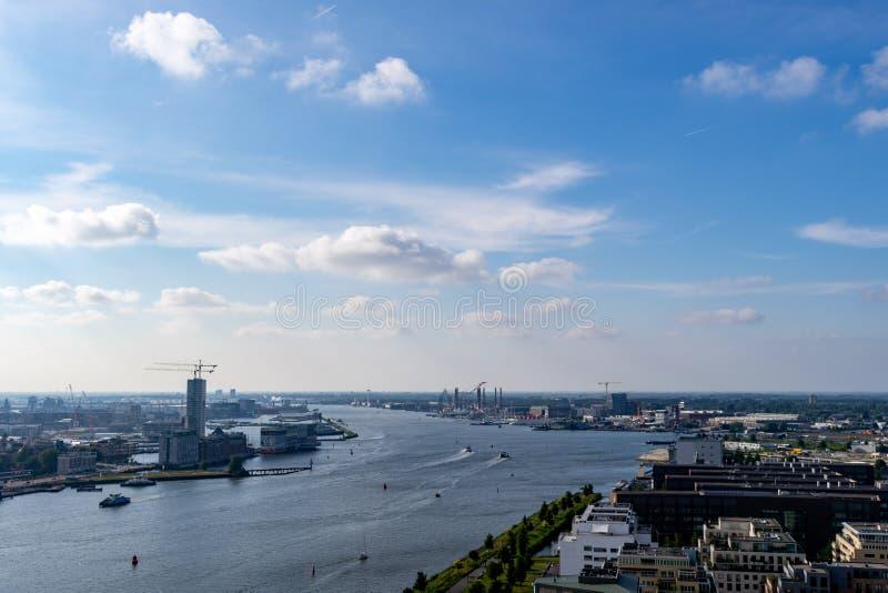 Sikt över Amsterdam uppifrån av A'Dam utkik fotografering för bildbyråer