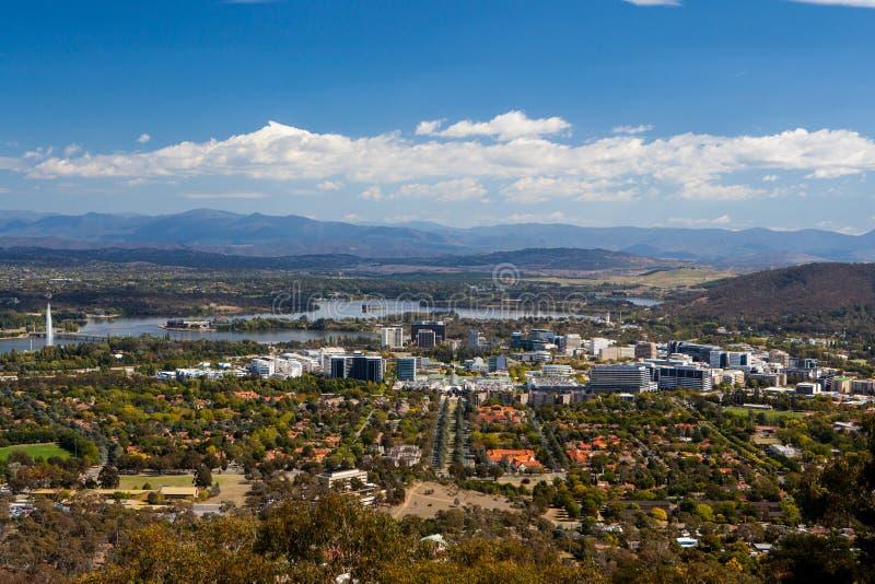 Sikt över Canberra CBD royaltyfria foton