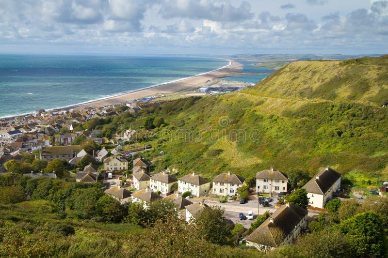 Sikt över den Portland och Chesil stranden royaltyfri foto