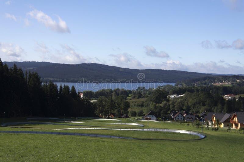 Sikt över en lake royaltyfri bild
