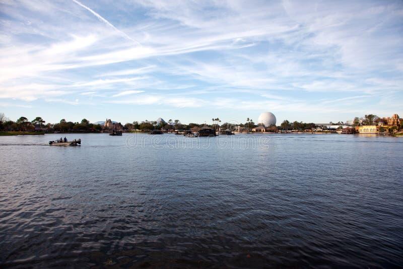 Sikt över EPCOT-sjön arkivfoton