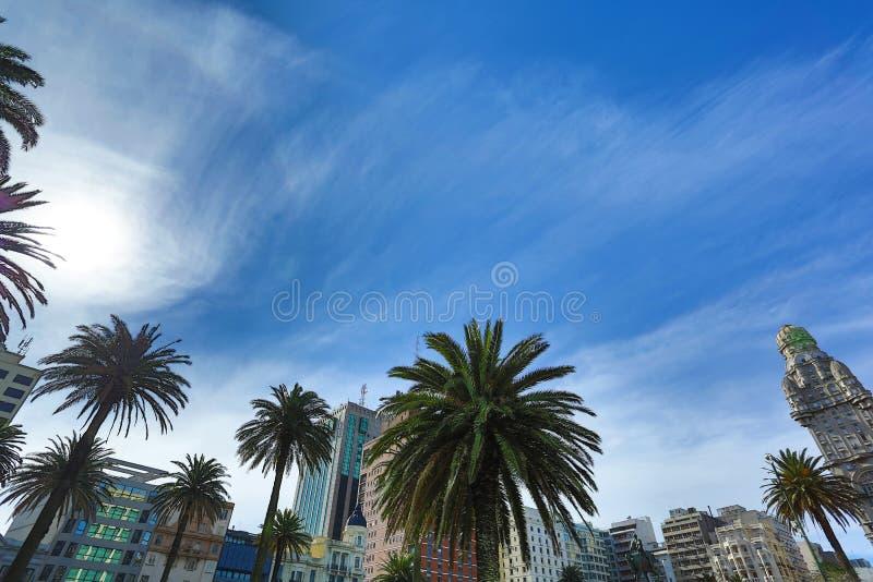 Sikt över plazaen Independencia i Montevideo royaltyfri foto
