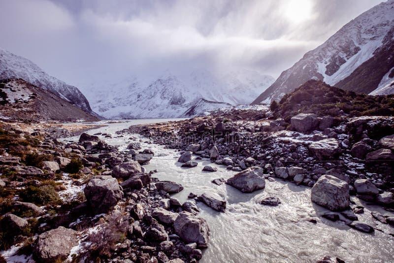 Sikt över prostituteraddalen i nationalparken Nya Zeeland för Aoraki monteringskock royaltyfri foto