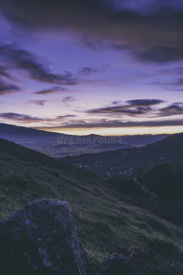 Sikt över San José, Costa Rica på soluppgång arkivfoton