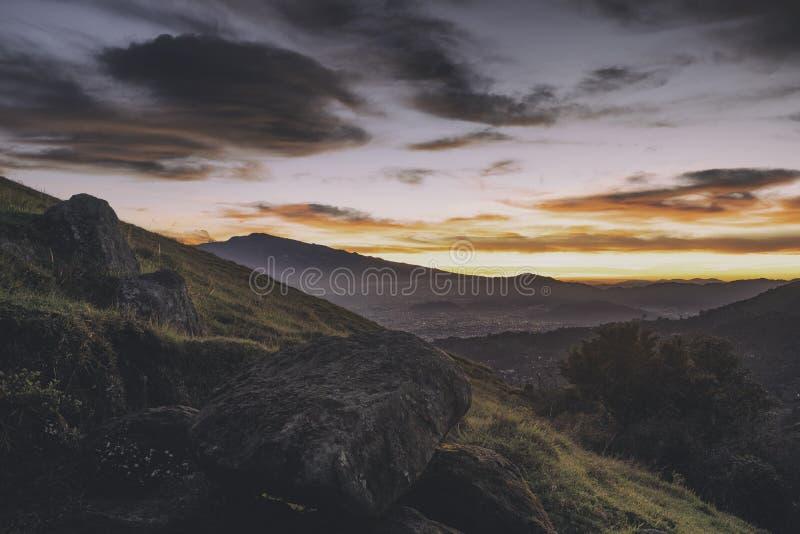Sikt över San José, Costa Rica på soluppgång royaltyfria foton