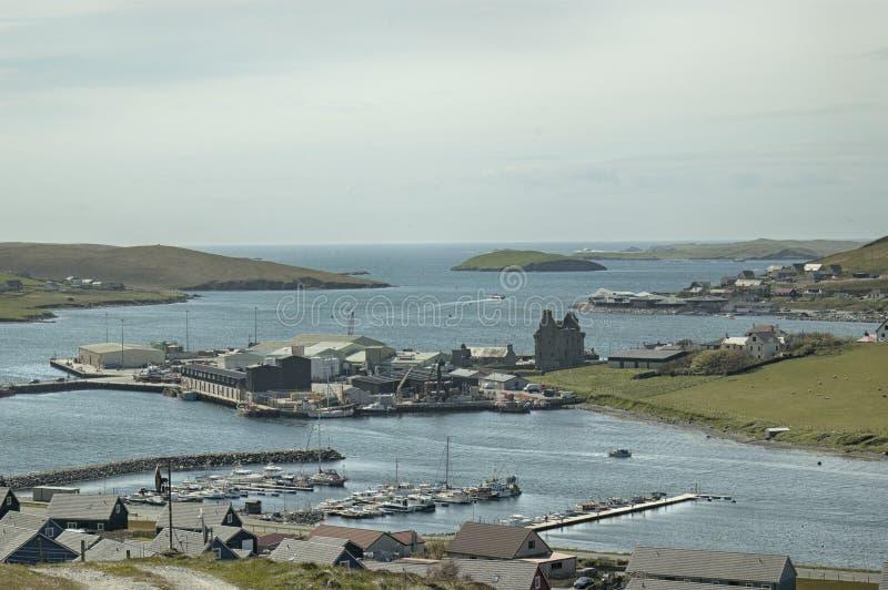 Sikt över Scalloway, Shetland öar, Skottland royaltyfri foto
