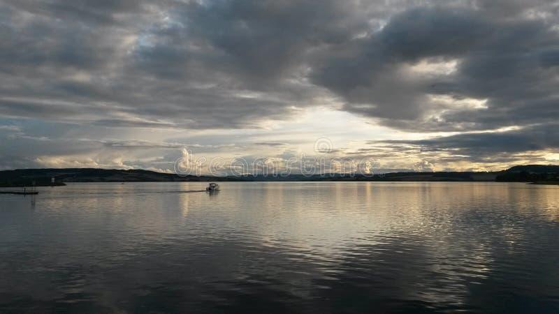 Sikt över sjön från Hamar i Norge arkivfoton