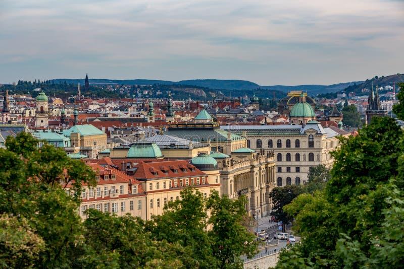 Sikt över staden av Prague, Tjeckien fotografering för bildbyråer