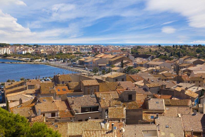 Sikt över taken av Gruissan arkivfoto