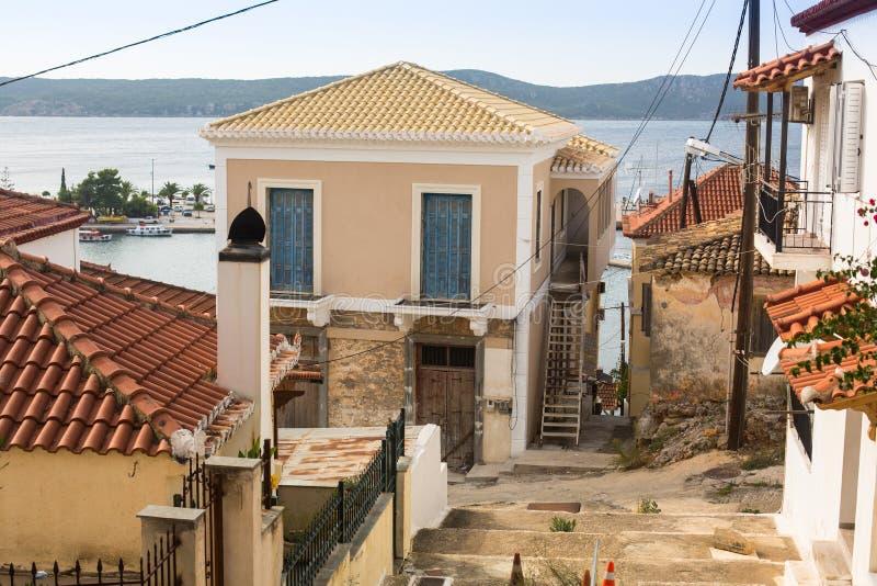 Sikt av ön Pylos har en lång historia royaltyfri fotografi