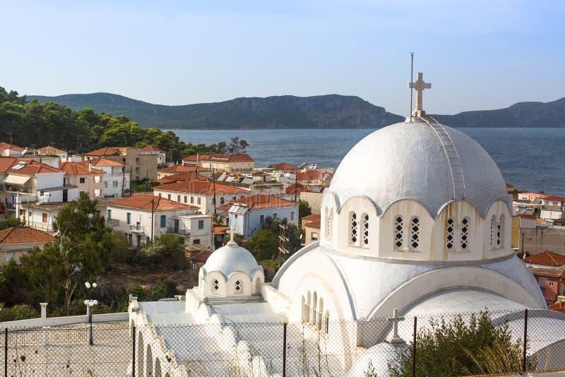 Sikt av ön Pylos har en lång historia, i klassiska tider, platsen var obebodd arkivbilder