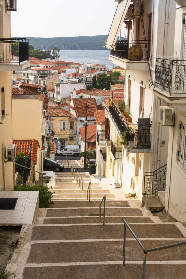 Sikt av ön Pylos har en lång historia, i klassiska tider, platsen var obebodd royaltyfria foton