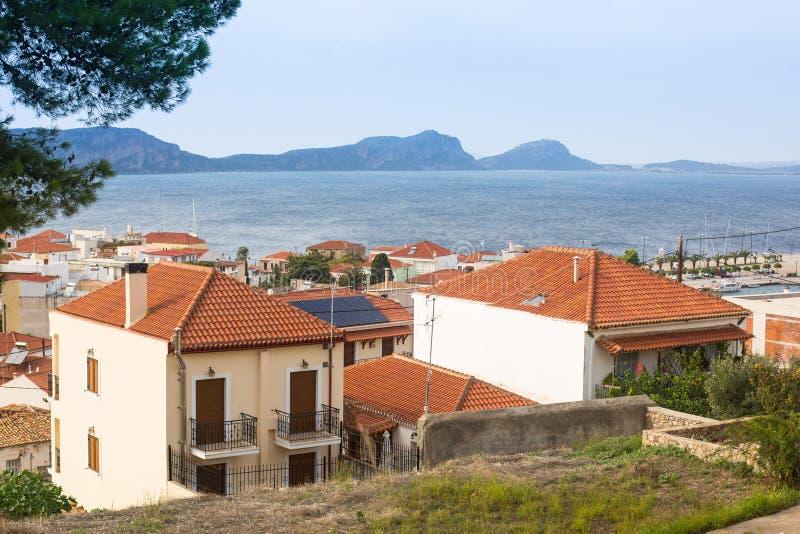 Sikt av ön Pylos har en lång historia Resor Grekland fotografering för bildbyråer