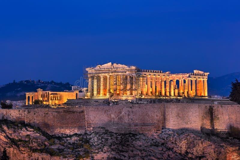 Sikt av akropolen och parthenonen från den Philopappos kullen i arkivfoto