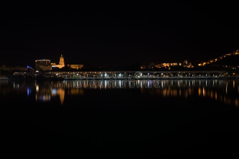 Sikt av Alcazaba från hamnen, Malaga, Spanien, Euope royaltyfri foto