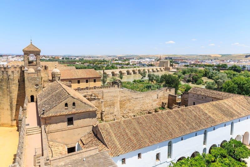 Sikt av alcazar- och domkyrkamoskén av Cordoba royaltyfri fotografi