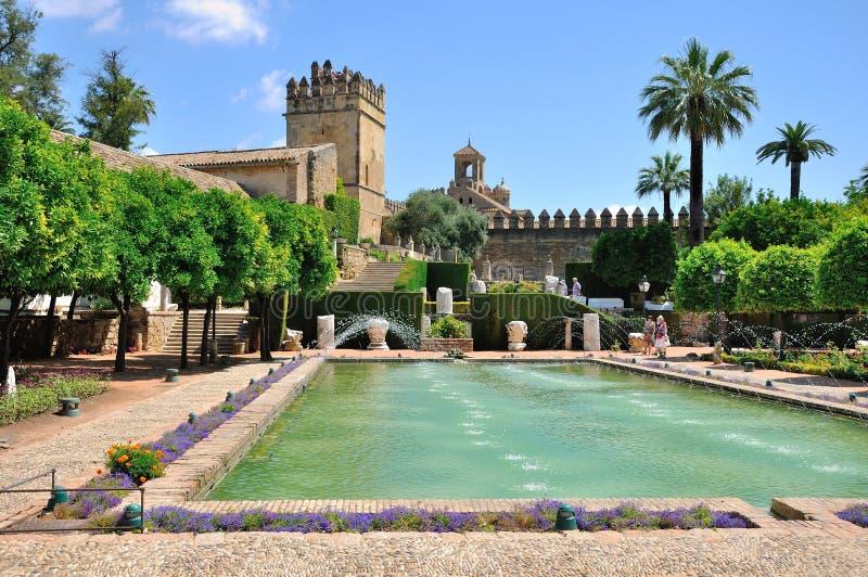 Sikt av alcazar- och domkyrkamoskén av Cordoba, Spanien royaltyfria foton