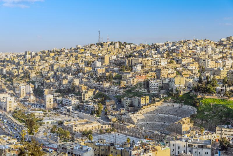 Sikt av Amman, huvudstaden av Jordanien som tas från den Amman citadellkullen arkivbild