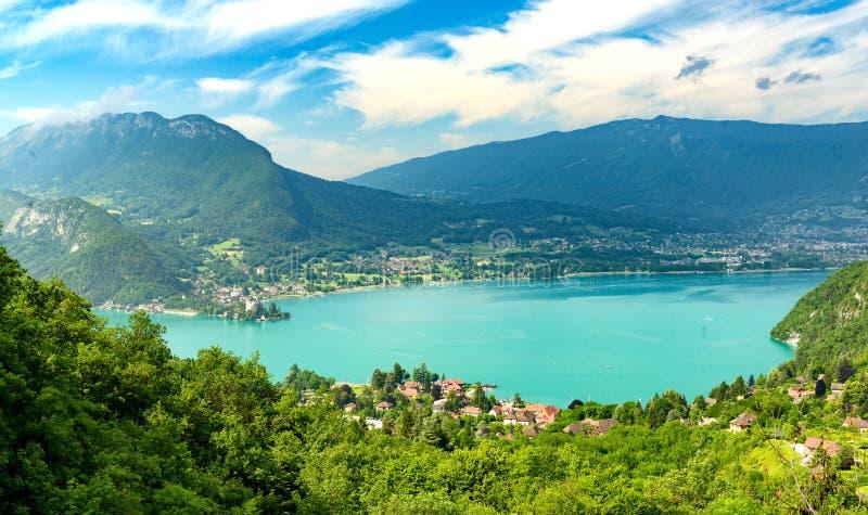 Sikt av Annecy sjön royaltyfria foton