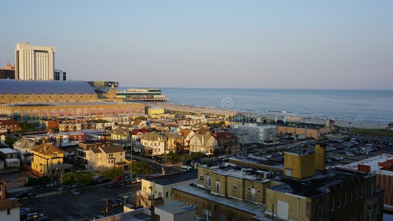 Sikt av Atlantic City i nytt - ärmlös tröja arkivfoton