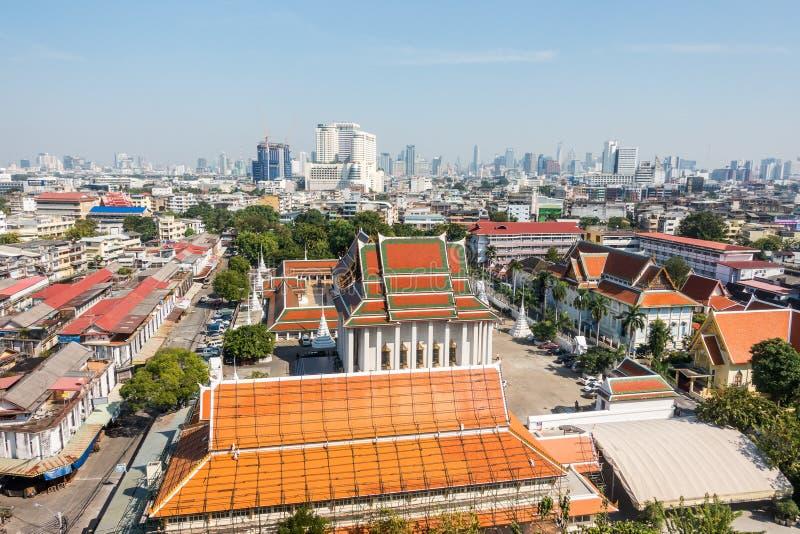 Sikt av Bangkok från den guld- monteringen på Wat Saket royaltyfri fotografi