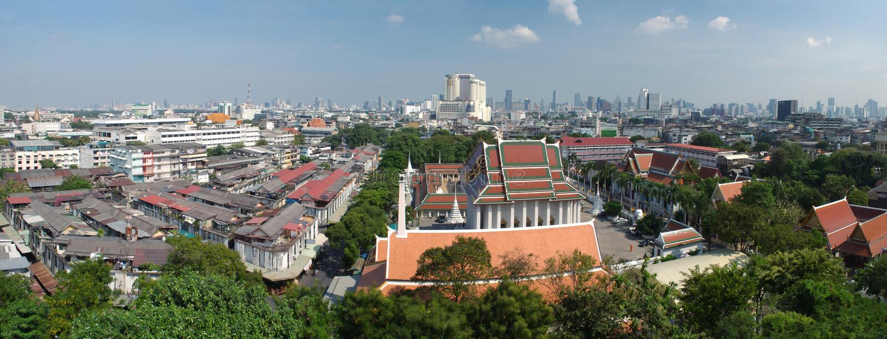 Sikt av Bangkok och del av Wat Saket från den guld- monteringen arkivbild